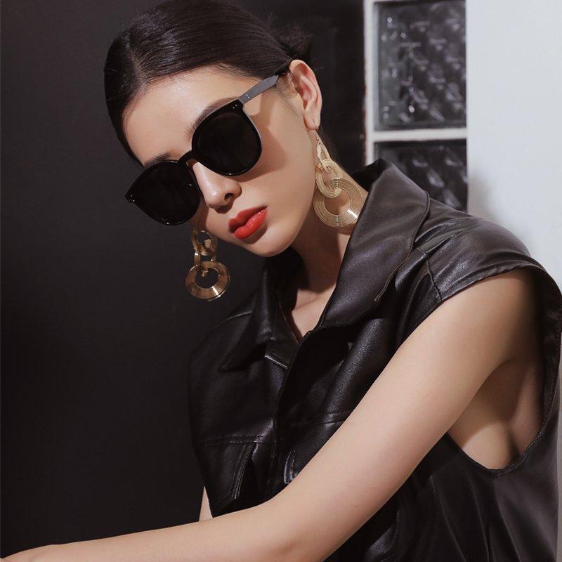 women sunglasses model