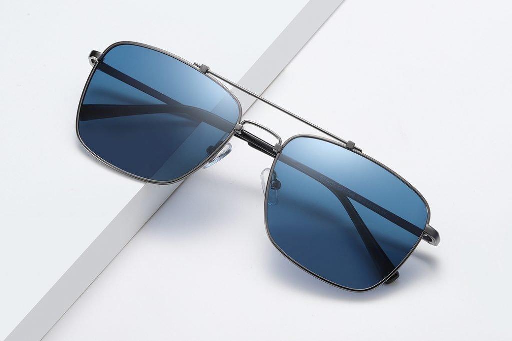 Blue rectangle sunglasses for men, double bridge and deep gray frames
